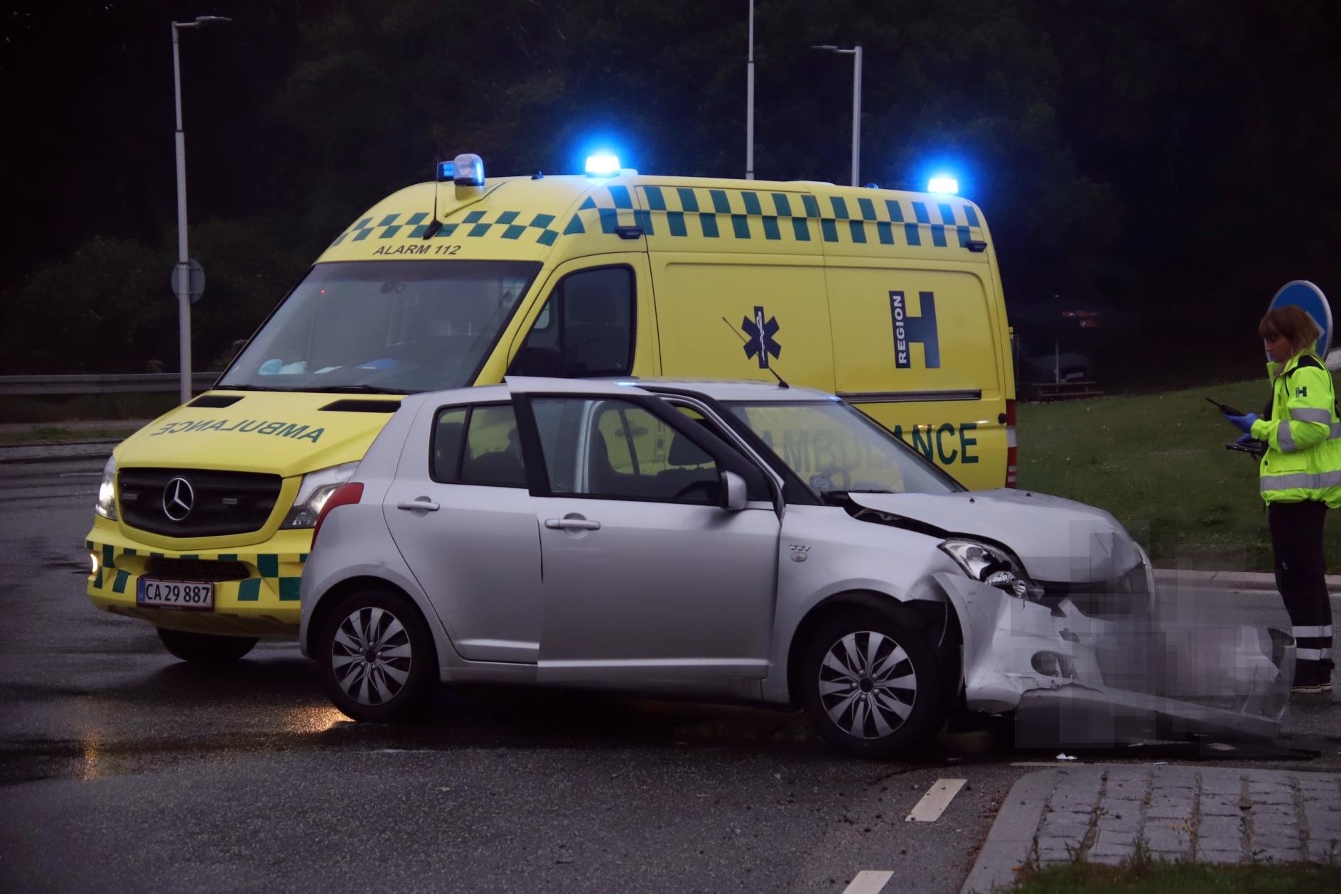 Trafikulykke i rundkørsel - redning på stedet