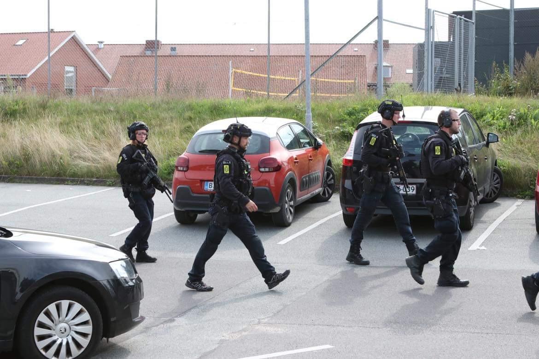 Kæmpe politiaktion på gymnasium