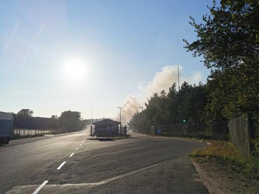 Brand på genbrugsplads - bliv væk fra røgen