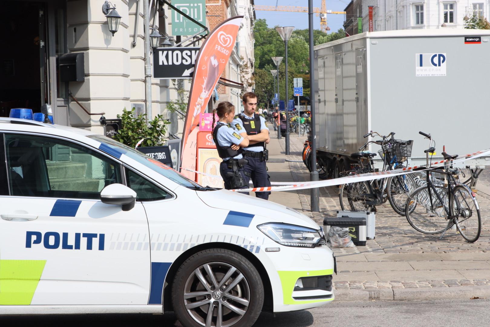 Forsøg på dobbeltrøveri tæt på Nørreport i København - truede med pistol