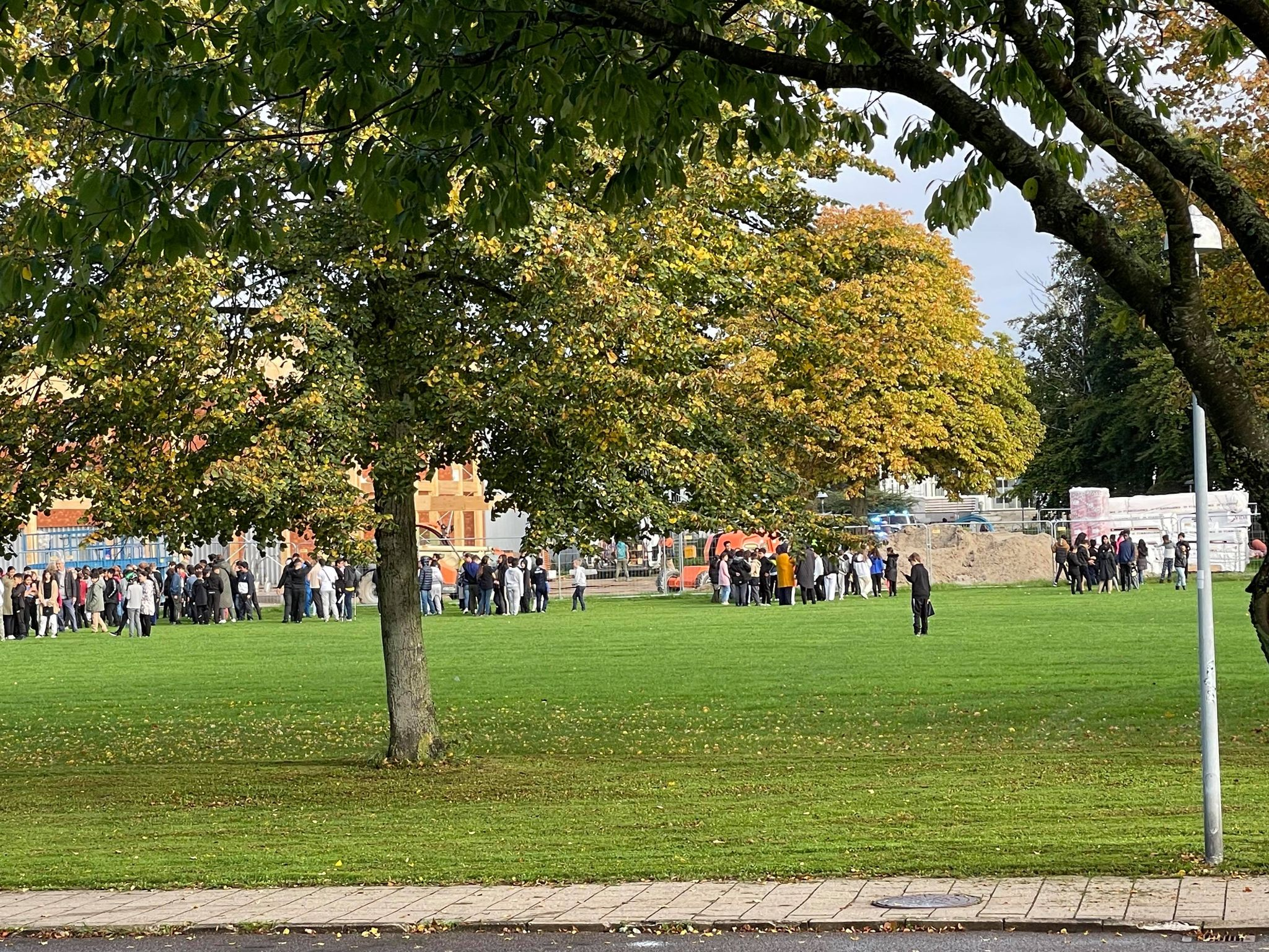 Meldinger om brand på skole i Brøndby - alle elever evakueret