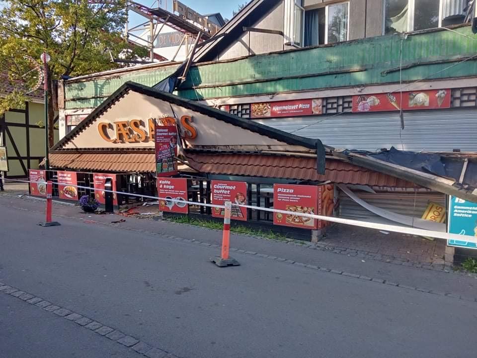 Restaurant facade på bakken kollapset