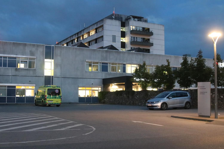 Politiet lukkede hospital efter knivstikkeri