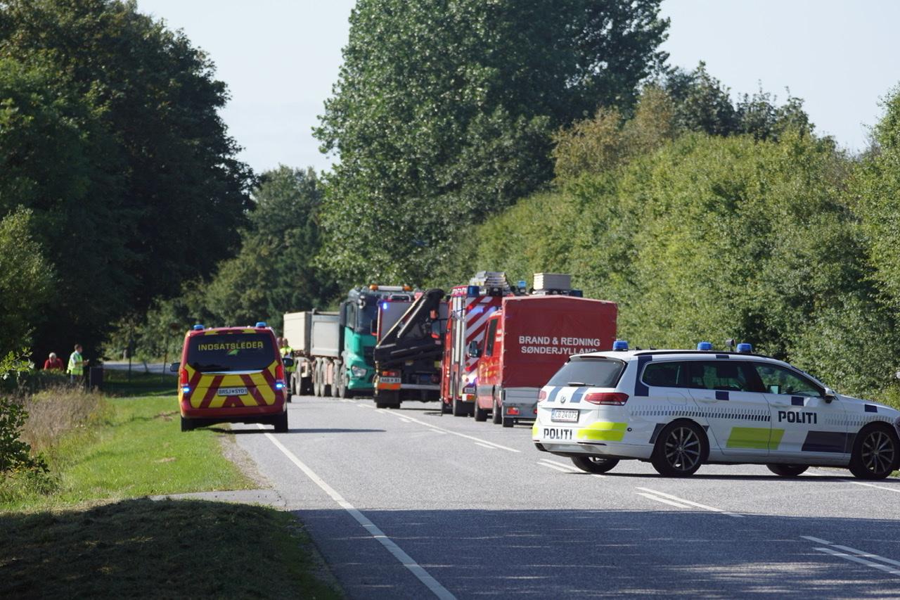 Alvorlig lastbilulykke - personbil påkørt
