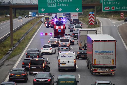 Uheld på motorvej skaber større kø - redning er fremme