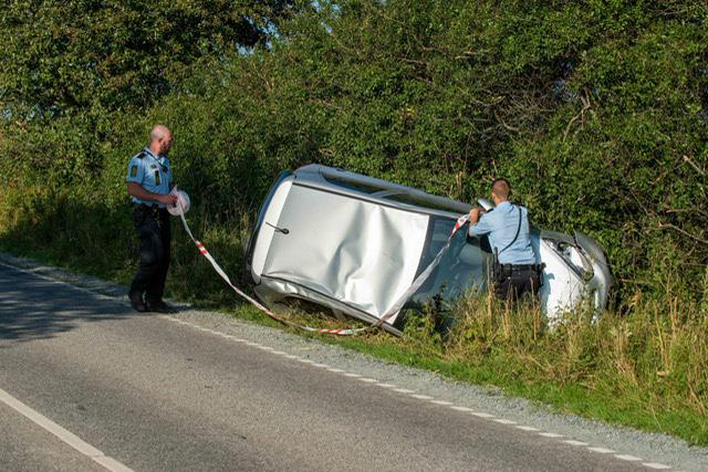 To biler i ulykke ved Sønderborg - den ene væltet på siden