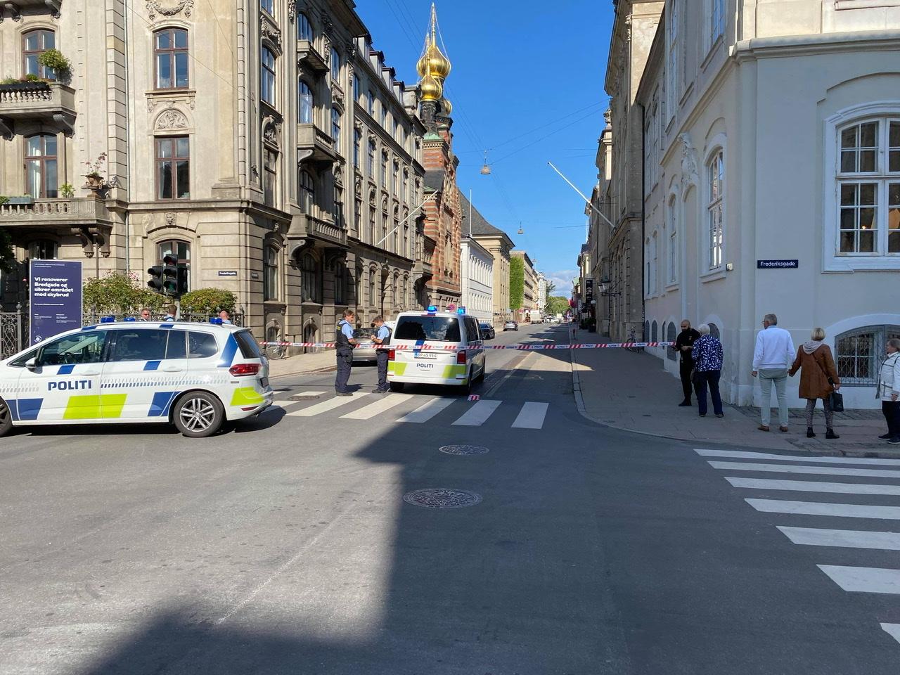 Bombetrussel ved Amalienborg - aktion igang i København