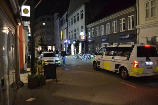 Politi til stede i Odense - ambulance tilkaldt