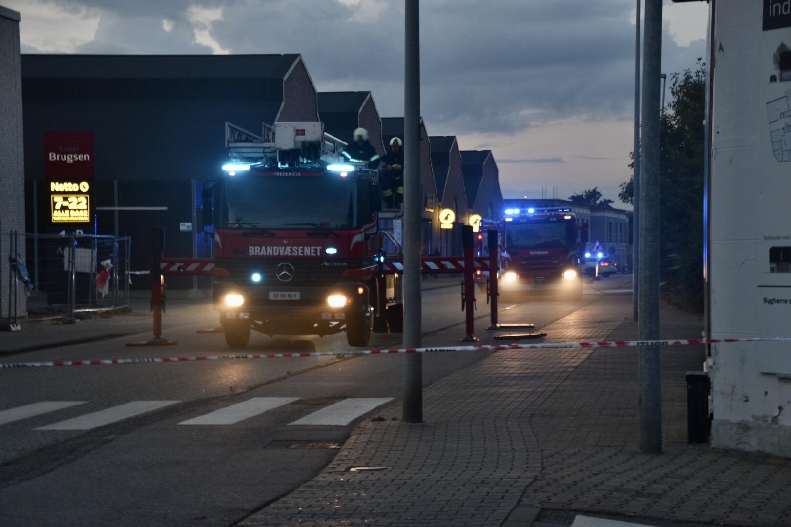 Brand i genbrugsbutik i Fredericia - redning fremme