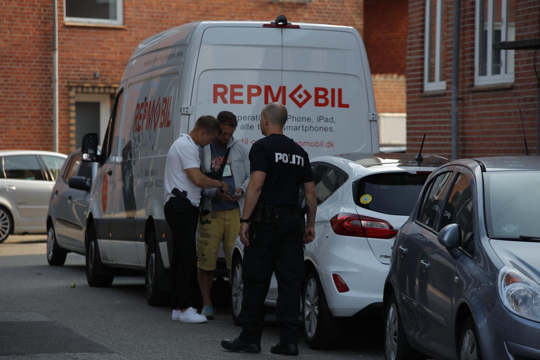 Politi talstærkt til stede ved lejlighed i Esbjerg