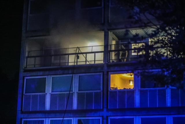 Røgfyldt lejlighed i Rødovre - politi og redning er på stedet