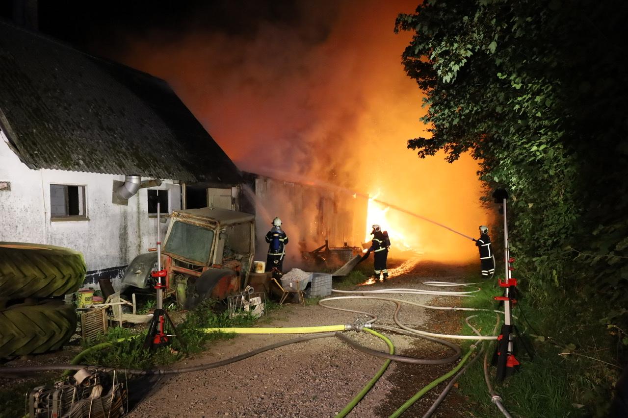 Voldsom gårdbrand i Rødding