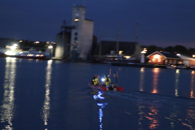 Politi og redning sejlet mod Bågø