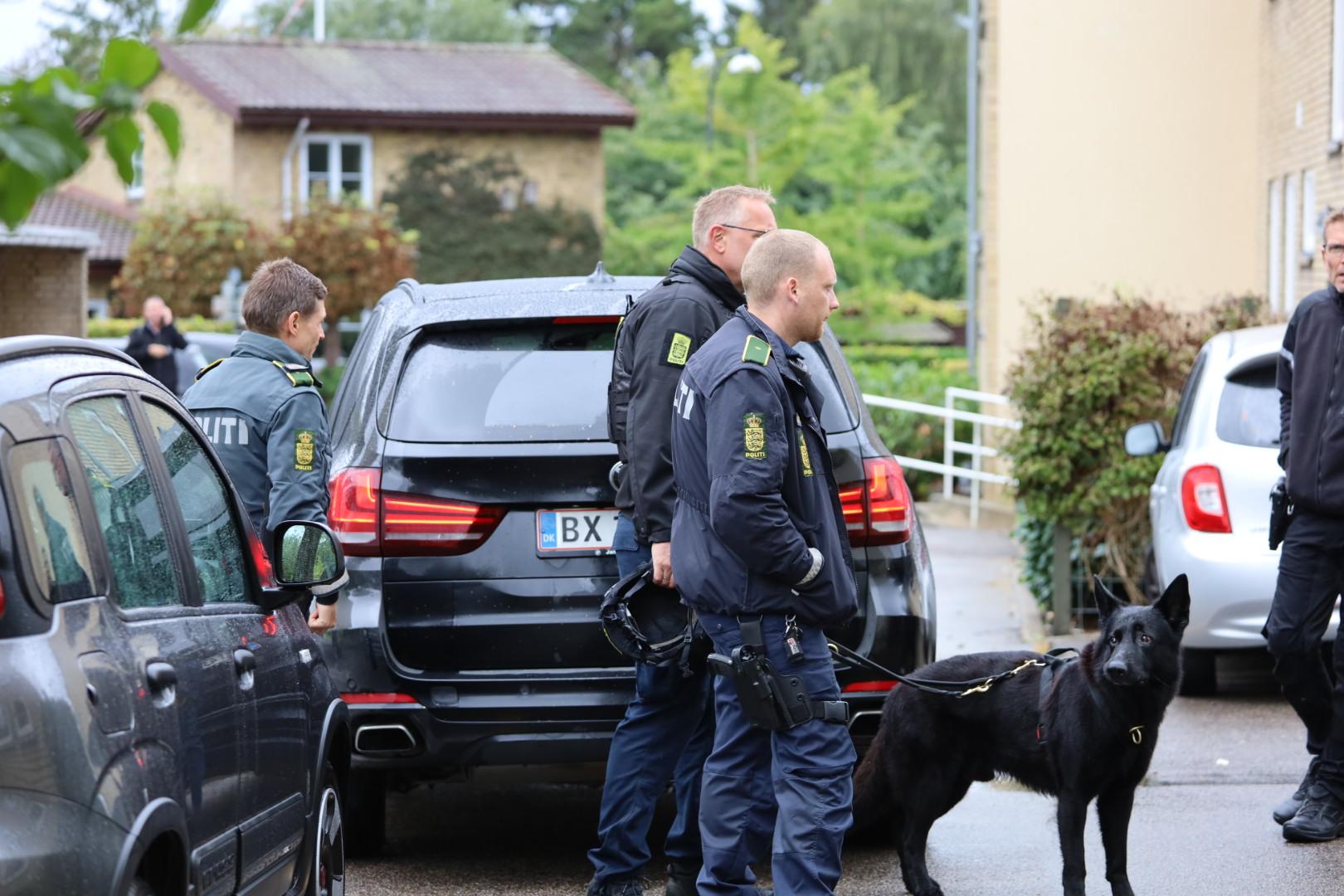 Vilde billeder: Mystisk politiaktion igang i Birkerød