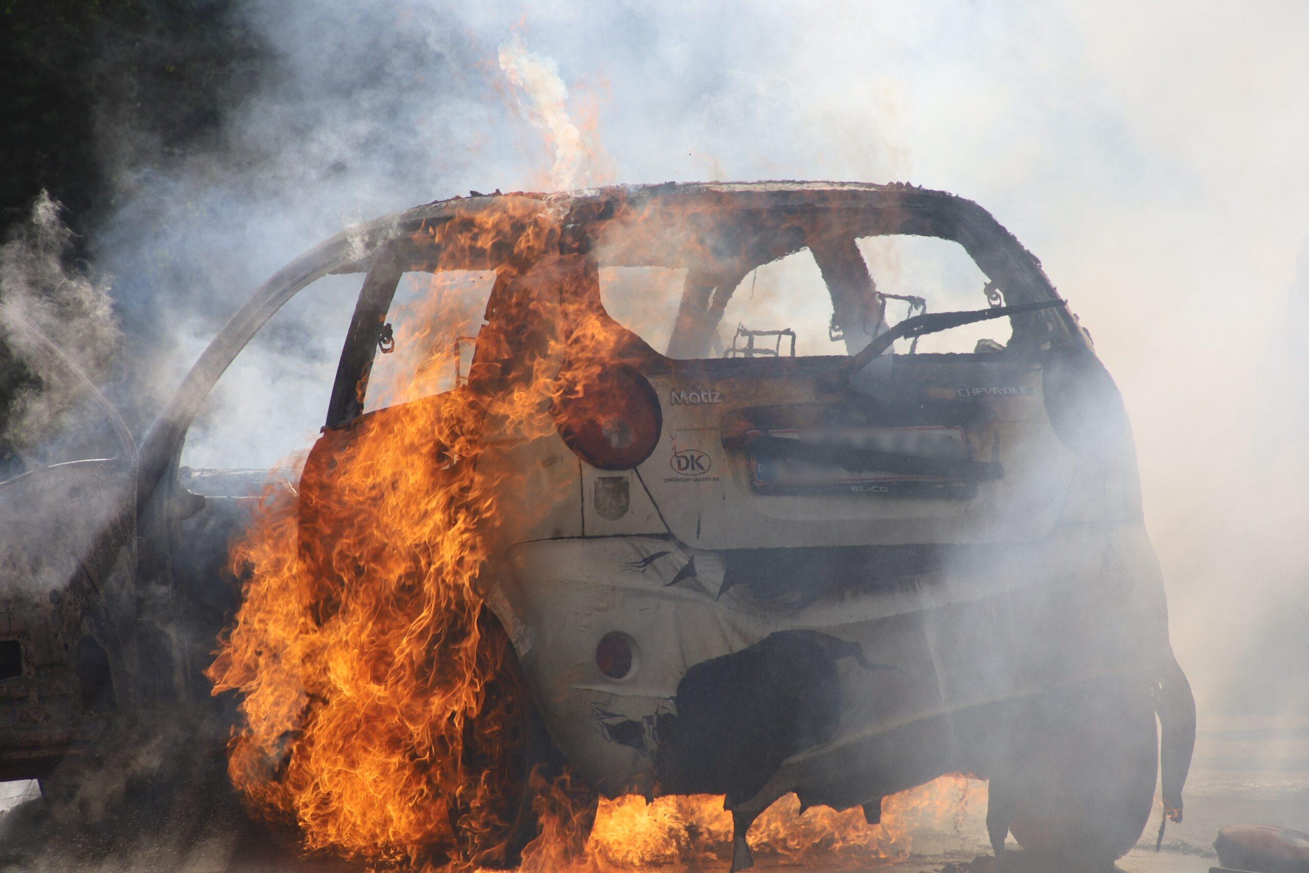 Voldsom bilbrand i Kolding: Store flammer står ud af bil