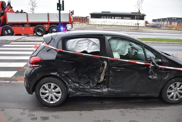 Stor færdselsulykke tæt på København - politi og redningsmandskab massivt til stede