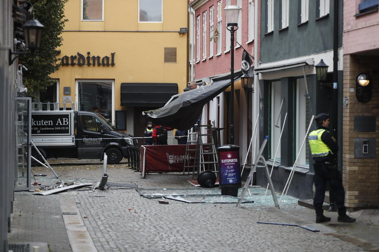 Bombe detoneret i Helsingborg og ung mand skudt