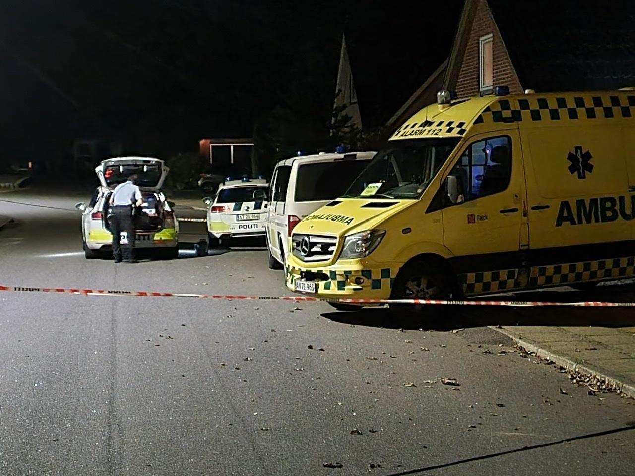 Politi og ambulance til stede i Hvidbjerg - område afspærret