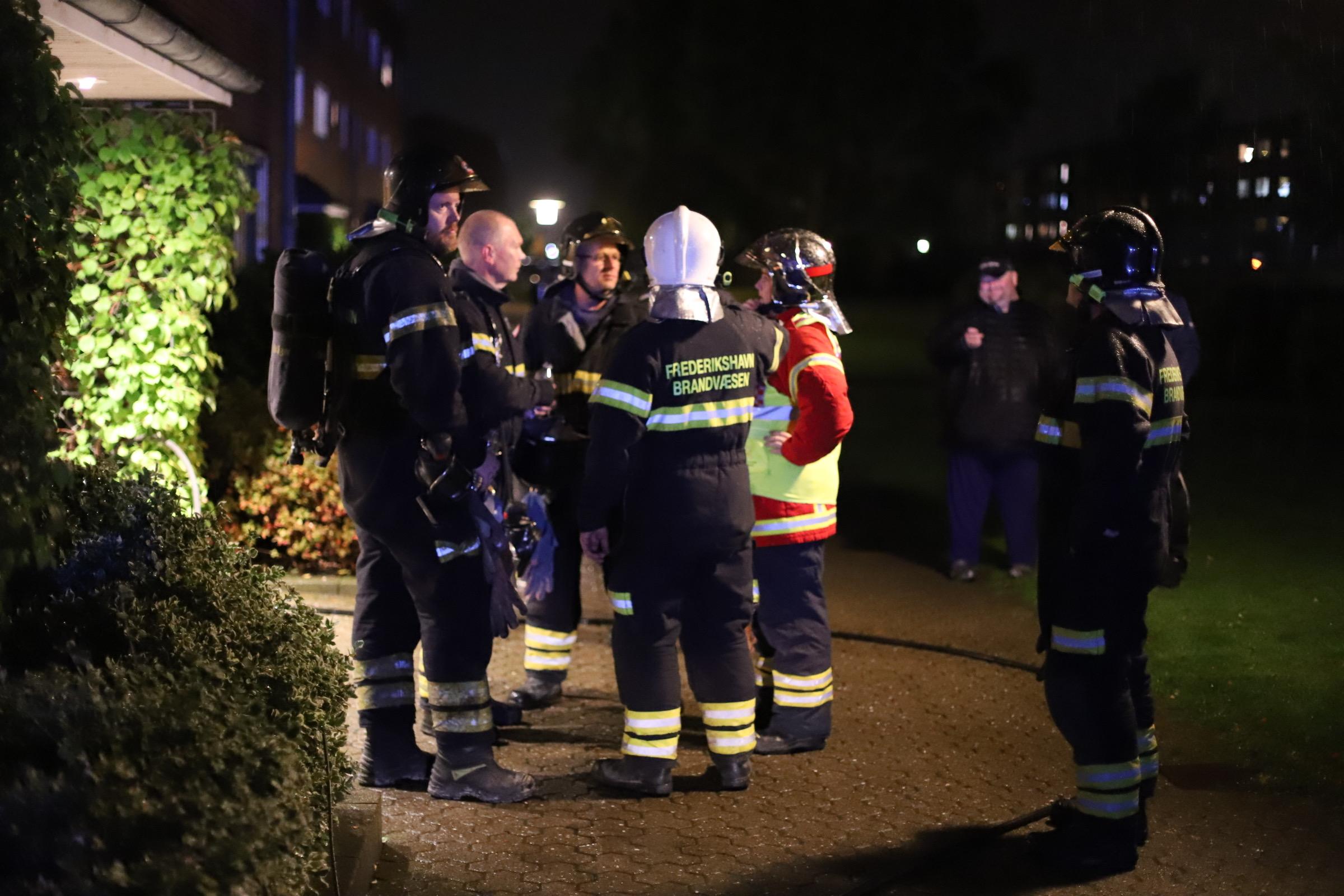 Brand i lejlighed i Frederikshavn - redning er fremme